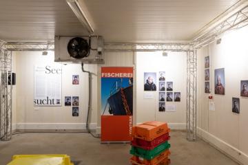 Ausstellung im ehemaligen Kühlhaus in Sassnitz Hafen / Titel : IM NETZ DER ZEIT /Dokumentation der AusstellungDorfstrasse 8a 18586 Baabe 0152 0931 48632021-07-31_Ausstellung_Dokumetation_IM_NETZ_DER_ZEIT_14.jpg